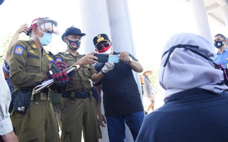 Razia pemakaian masker di Pantai Pangandaran - Istimewa