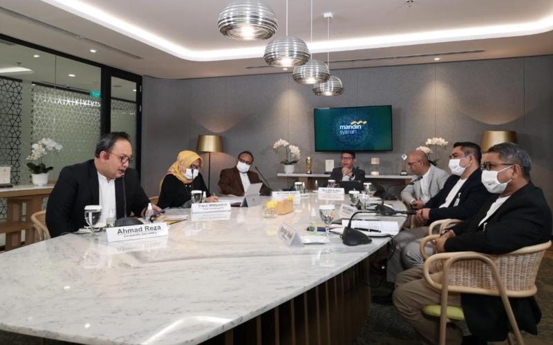 Jajaran Direksi Bank Syariah Mandiri dalam Paparan Kinerja Semester I/2020 - dokumen perusahaan