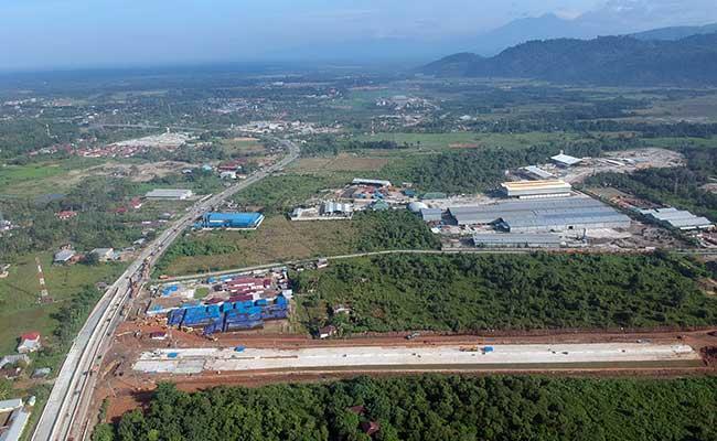 Ilustrasi: Foto udara pembangunan konstruksi jalan tol Padang - Sicincin di KM 25 Jalan Bypass, Kabupaten Padangpariaman, Sumatera Barat, Senin (3/2/2020)./ANTARA FOTO - Iggoy el Fitra