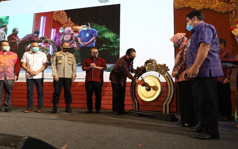 Wakil Gubernur Bali Tjokorda Oka Artha Ardana Sukawati dan Rizki Handayani Deputi Bidang Produk Wisata dan Penyelenggaraan Kegiatan Kementerian Pariwisata dan Ekonomi Kreatif meresmikan konvensi penyelenggaraan kegiatan pertemuan, insentif, konvensi dan pameran atau MICE di BNDCC Bali.