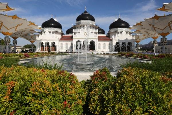 Masjid Raya Baiturrahman yang merupakan salah satu ikon atau