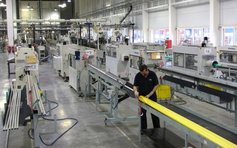 Suasana di salah satu pabrik Wavin. - Wavinekoplastik.com