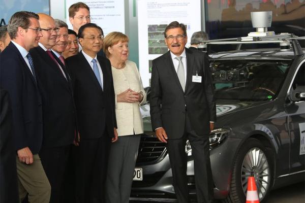 Kanselir Federal Angela Merkel dan Perdana Menteri China Li Keqiang.  - Daimler