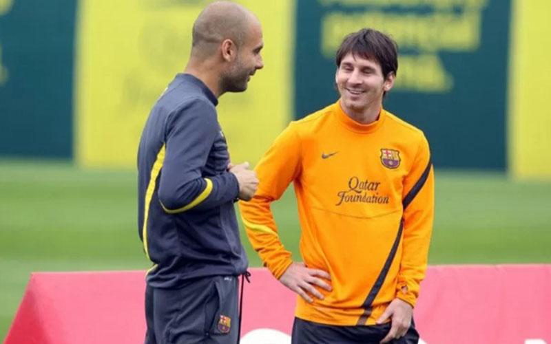 Pep Guardiola (kiri) dan Lionel Messi saat masih bersama di Barcelona./Antara - AFP