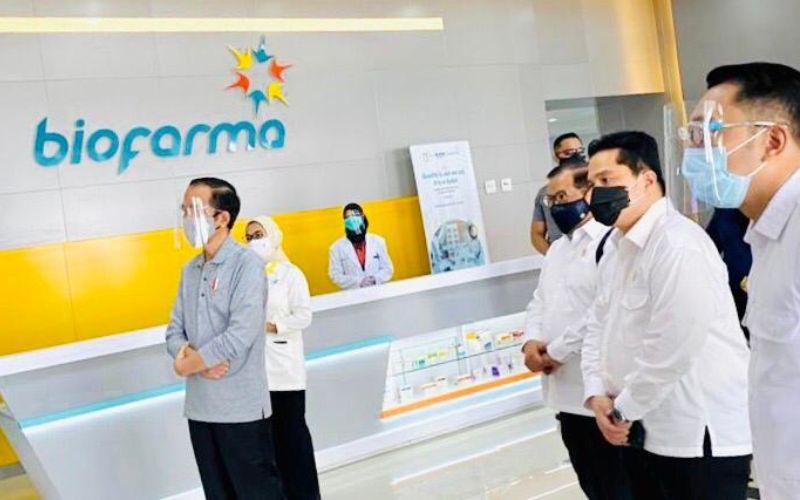 Presiden Joko Widodo meninjau fasilitas produksi dan pengemasan vaksin Covid-19 di PT Bio Farma (Persero), Bandung Jawa Barat, Selasa (11/8 - 2020) / Biro Pers, Media dan Informasi Sekretariat Presiden