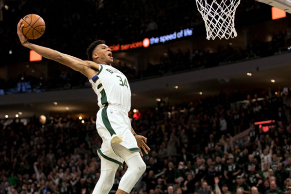 Pebasket andalan Milwaukee Bucks Giannis Antetokounmpo. - Reuters