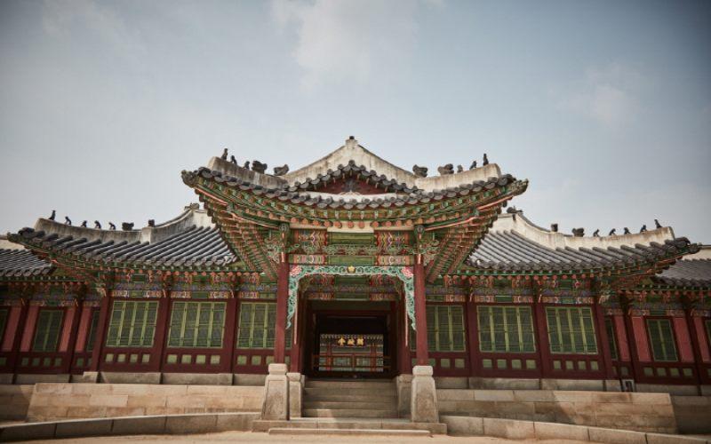 Istana Changdeok, Korea Selatan ditutup karena pandemi virus corona. Bank of Korea baru saja menurunkan proyeksi pertumbuhan ekonomi dari minus 0,2 persen menjadi minus 1,3 persen.  - Visit Korea