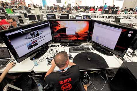 Ilustrasi penanganan serangan ciber - ilustrasi/aljazeera.com