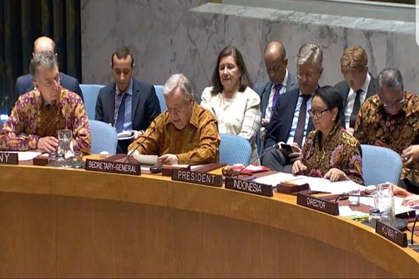 Delegasi peserta yang hadir dalam sidang Dewan Keamanan PBB serempak mengenakan pakaian batik dengan beragam warna, corak dan bahan. - Bisnis/kemendikbud