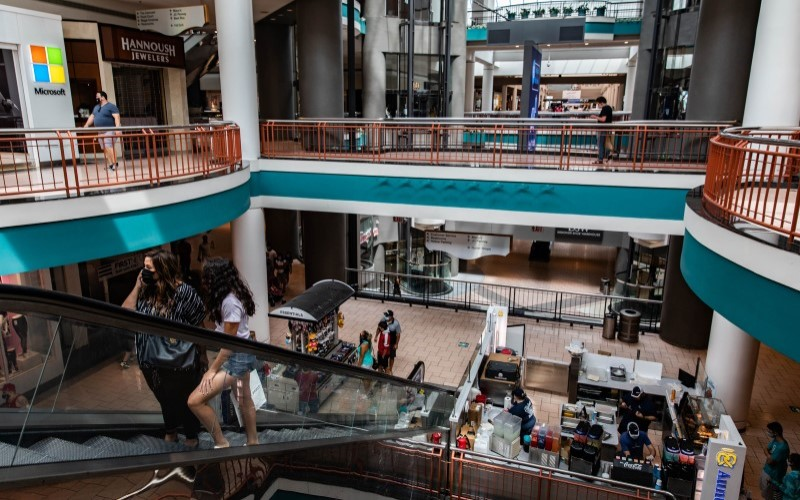 Suasana salah satu pusat perbelanjaan di Kota New York, AS - Bloomberg
