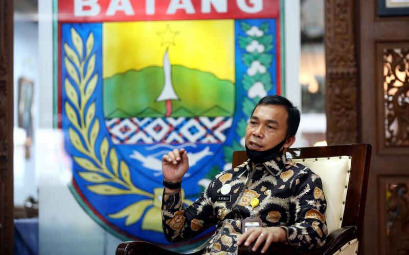 Bupati Batang Wihaji menjelaskan potensi kawasan industri daerahnya kepada Tim Jelajah Investasi Jabar-Jateng-Yogya Bisnis Indonesia, Kamis (27/8 - 2020)