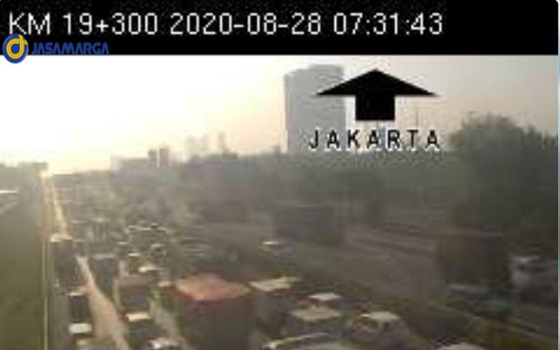 Tol Tangerang arah Jakarta di kilometer 19300 macet karena ada kecelakaan di kilometer 15. Foto: CCTV PT Jasa Marga