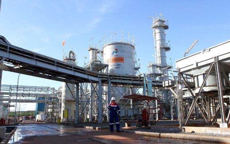 Pekerja PT Pertamina EP melakukan monitoring Fasilitas Produksi Gas. BISNIS.COM