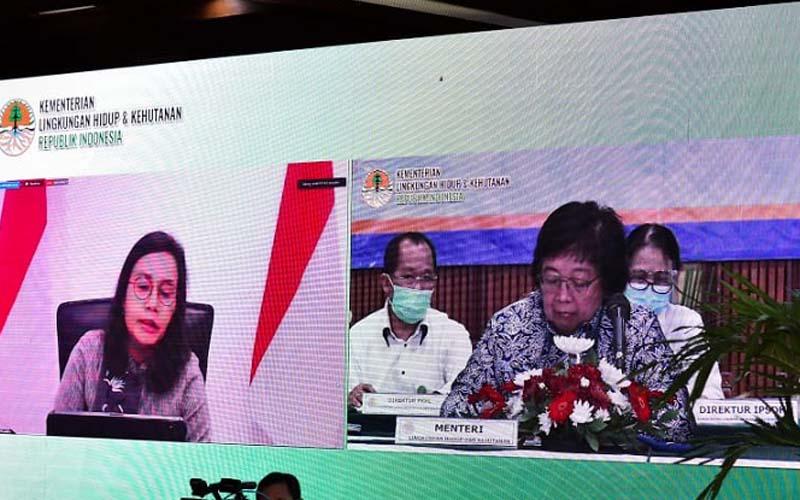 Menteri Lingkungan Hidup dan Kehutanan (LHK), Siti Nurbaya bersama Menteri Keuangan Sri Mulyani melakukan konferensi pers secara daring di Jakarta, Kamis (27/8/2020). - Istimewa
