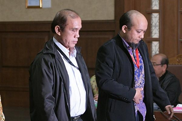 Penyidik KPK Novel Baswedan (kanan), dan Ambarita Damani. - Antara/Sigid Kurniawan