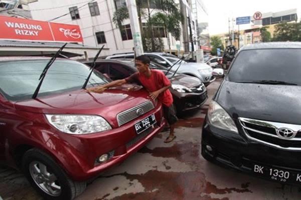 Rental mobil - Antara