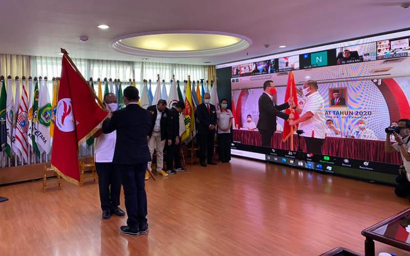 Prosesi penyerahan pataka PB Esports Indonesia kepada KONI Pusat - Istimewa