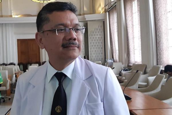 Prof Prof. Dr. dr. Ari Fahrial Syam, SpPD-KGEH, MMB. usai mengisi acara Seminar Awam