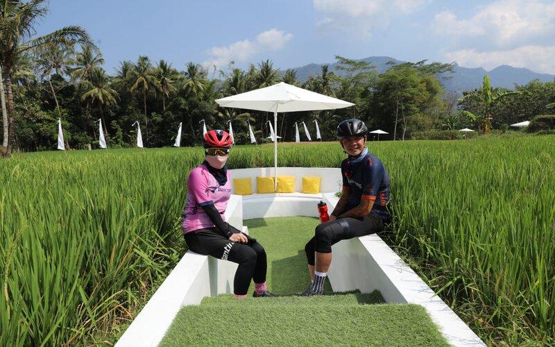 Gubernur Jateng Ganjar Pranowo bersama istrinya Siti Atiqoh saat mengunjungi Svarga Bumi Magelang. - Ist
