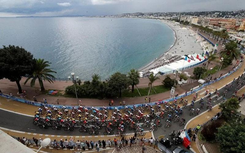Peserta Tour de France etape 1 dari Moyen Pays menuju Nice, Prancis, Sabtu (29/8/2020)./Antara - Reuters