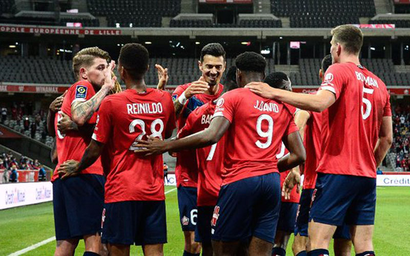 Para pemain Lille bersukacita selepas mencetak gol ke gawang Reims. - Twitter@LOSC_EN