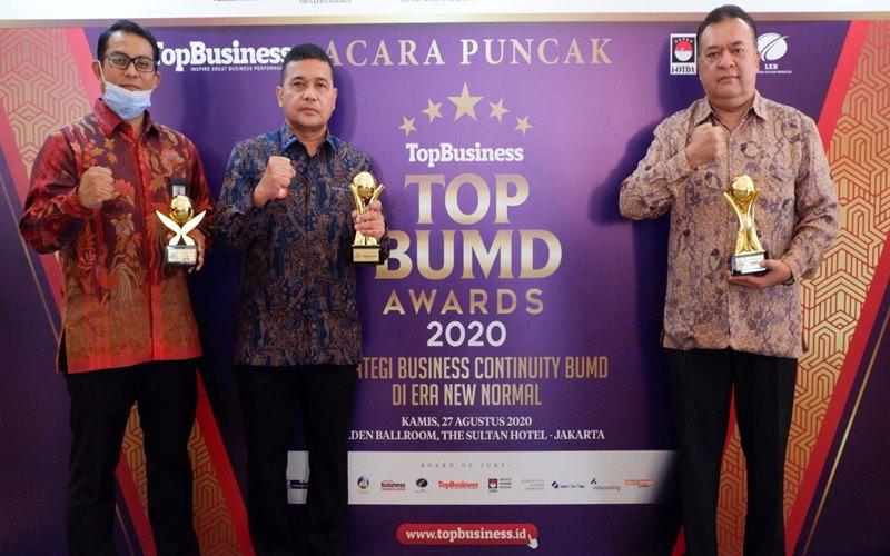 Gubernur Sumut dan Bank Sumut menerima penghargaan TOP BUMD Awards 2020.