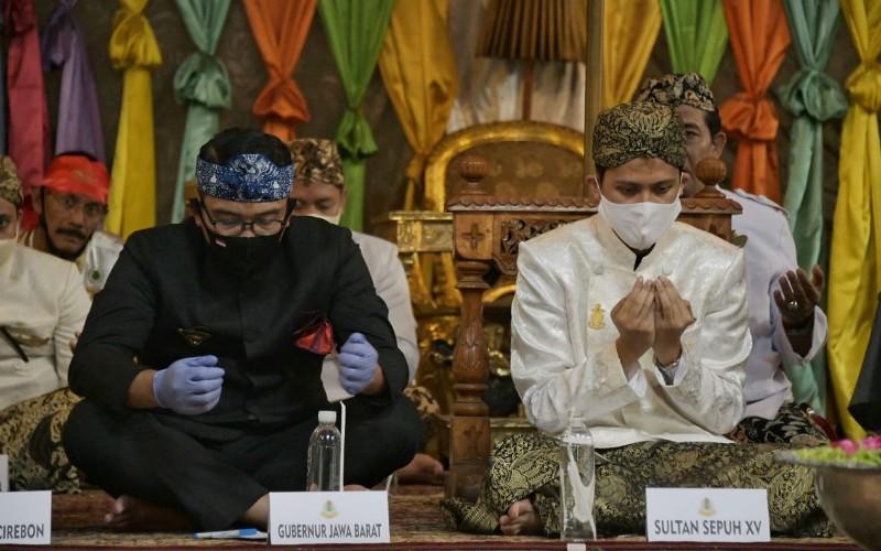 Gubernur Jabar Ridwan Kamil bersama Sultan Sepuh XV PRA Luqman Zulkaedin - Istimewa