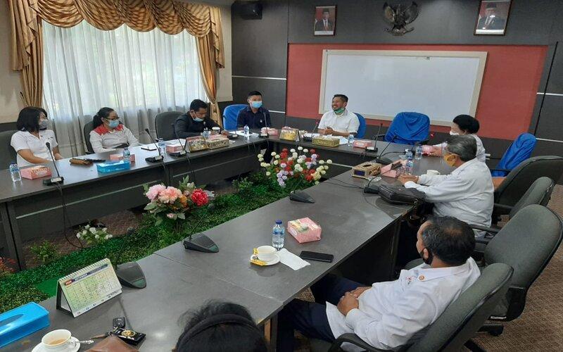 PMI Kota Batam saat hearing bersama DPRD Kota Batam. - Bisnis/Bobi Bani.