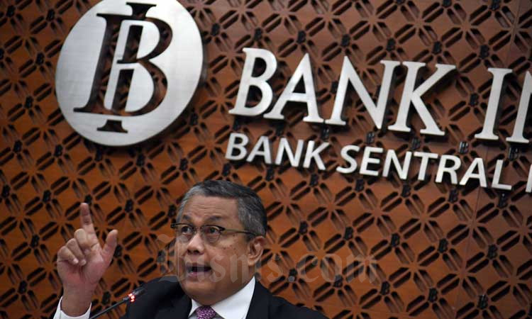 Gubernur Bank Indonesia (BI) Perry Warjiyo memberikan keterangan hasil Rapat Dewan Gubernur Bank Indonesia di Jakarta, Kamis (20/2/2020). Bisnis - Abdurachman