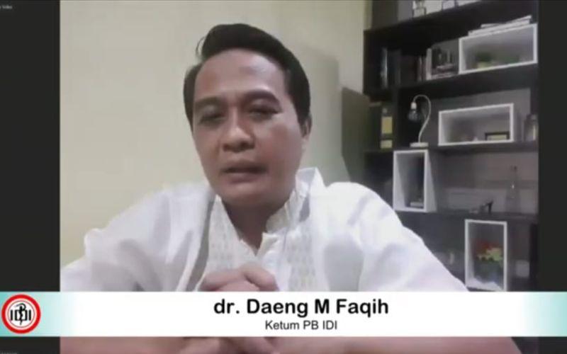 Ketua Umum Pengurus Besar Ikatan Dokter Indonesia (PB IDI) Daeng M. Faqih acara doa bersama dan mengheningkan cipta untuk keselamatan dokter Indonesia, Rabu (2/9 - 2020) / Youtube BNPB