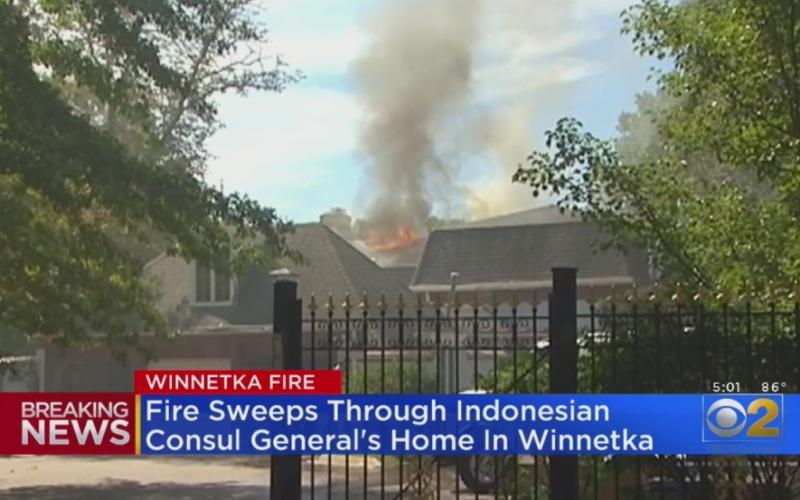 Tangkapan layar rumah Konjen RI di Winnetka, Chicago, AS, yang terjadi pada Rabu (2/9/2020) pada pukul 12.40 waktu setempat./Istimewa-https://mimicnews.com -