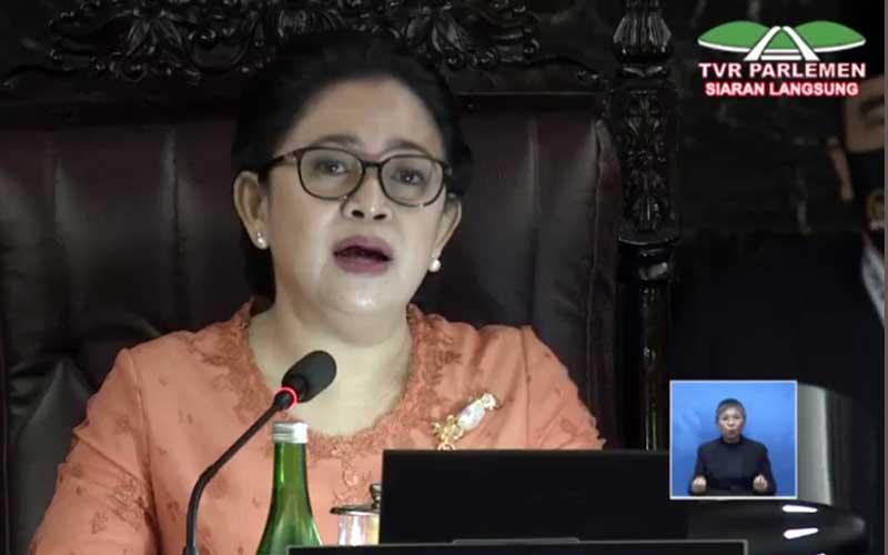 Politisi PDIP yang juga Ketua DPR Puan Maharani membacakan pidato saat acara sidang tahunan MPR di Jakarta, Jumat (14/8/2020). Bisnis - TV Parlemen