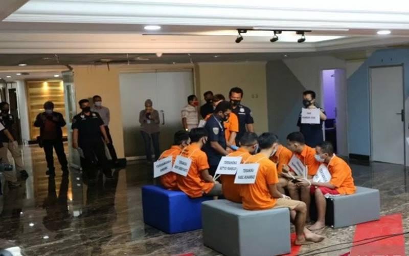 Polda Metro Jaya merekonstruksi kasus pesta asusila sesama jenis yang menampilkan 26 adegan di Mako Polda Metro Jaya, Kamis (2/9/2020). - Antara