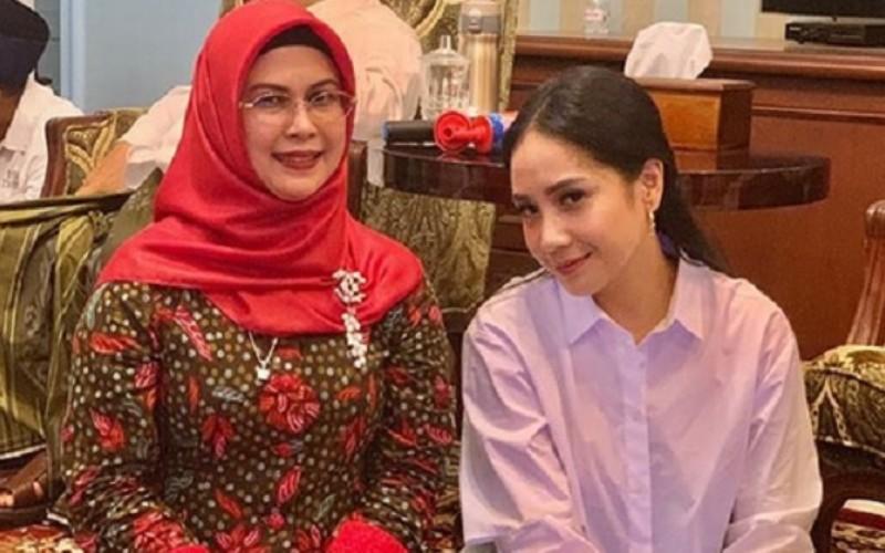 Siti Nur Azizah, putri Wakil Presiden Ma'ruf Amin (kiri) dan selebritas Nagita Slavina / Instagramraffinagita1717