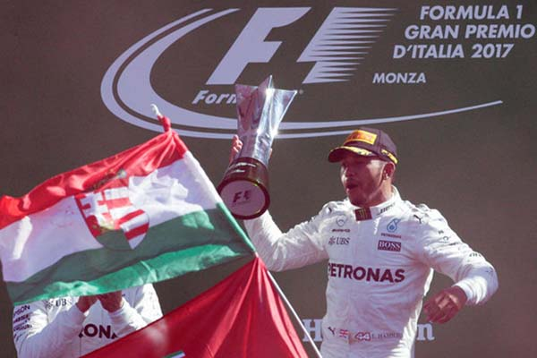 Lewis Hamilton ketika juara GP Italia 2017 di Sirkuit Monza. - Reuters