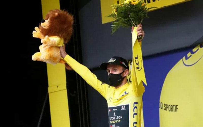 Adam Yates bertahan memimpin klasemen Tour de France setelah etape kedelapan./Antara - Reuters