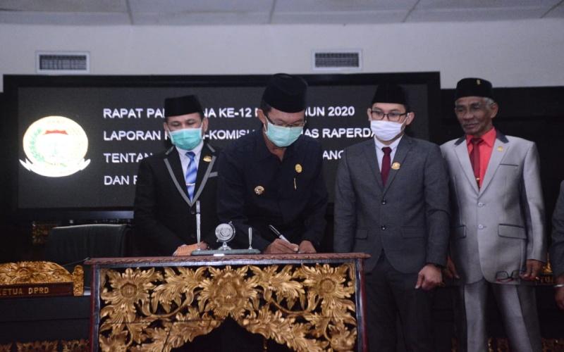 APBD Perubahan Kota Palembang Tahun 2020 disepakati senilai Rp4,4 triliun dari sebelumnya senilai Rp4,7 triliun. Hal itu disahkan berdasarkan hasil Rapat Paripurna ke-12 Masa Persidangan (MP) II Tahun 2020, antara DPRD kota Palembang bersama Pemerintah kota Palembang, Senin (7/9/2020) - Bisnis.com/Dinda Wulandari