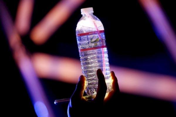 Ilustrasi air minum - Reuters/Lucy Nicholson