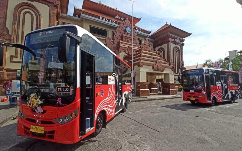 Bus Trans Metro Dewata yang dioperatori oleh konsorsium Restu Mulya, Dewata Tourism, Gunung Harta dan Merpati Transport. bisnis - feri kristianto