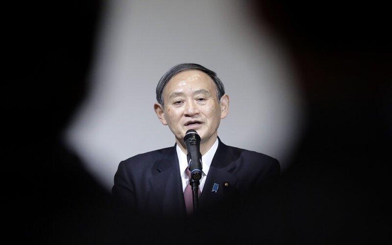 Kepala Sekretaris Kabinet Jepang Yoshihide Suga menjadi salah satu calon kuat untuk penganti Shinzo Abe - Bloomberg