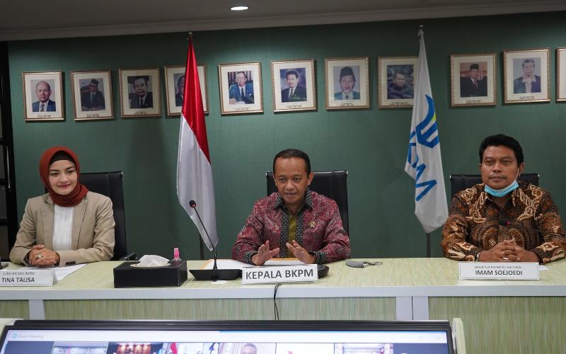 Kepala Badan Koordinasi Penanaman Modal (BKPM) Bahlil Lahadalia (tengah) menggandeng perusahaan asal Korea Selatan untuk membangun kilang minyak di Dumai, Riau. Istimewan
