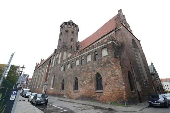 Arkeolog menemukan tulang manusia di gereja Polandia Utara. - Express
