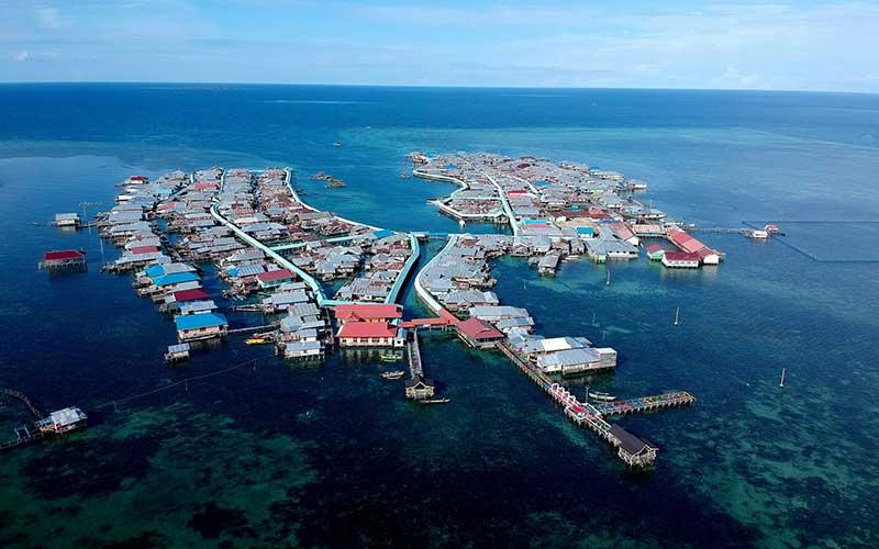 Foto udara permukiman suku Bajau Torosiaje yang berada di atas laut. ANTARAFOTO - Yusran Uccang