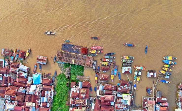 Foto udara aktivitas di Sungai Musi Sumatra Selatan, Kamis (2/5/2019). - Bisnis/Abdullah Azzam