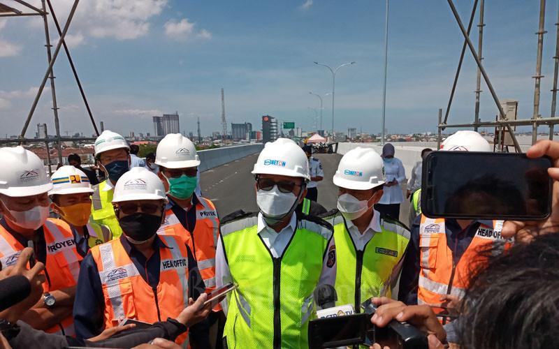 Gubernur Sulsel Nurdin Abdullah melakukan visit site bersama PT Bosowa Marga Nusantara (BMN) dan PT Wika Beton di Tol Layang Pettarani, Rabu 9 September 2020. - Bisnis/Andini Ristyaningrum.