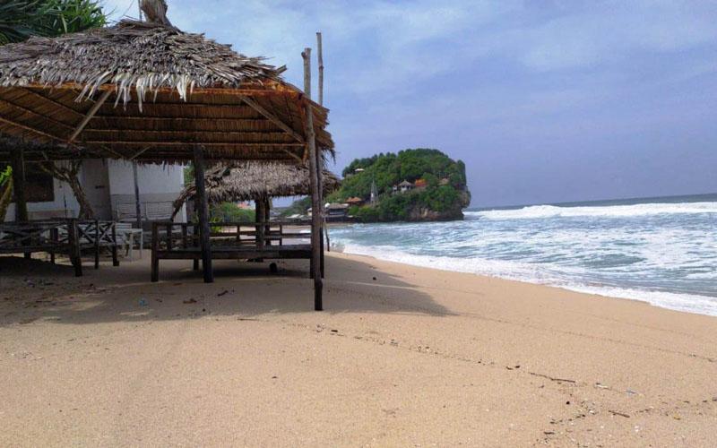 Kondisi di Pantai Indrayanti, Tepus, Kecamatan Tepus bersih setelah diterjang gelombang tinggi, Sabtu (9/5/2020).  - Ist/ Dok SAR Satlinmas Wilyaah II DIY