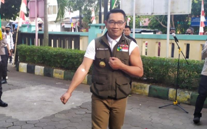 Gubernur Jabar Ridwan Kamil saat penyuntikan uji vaksin tahap pertama - Antara