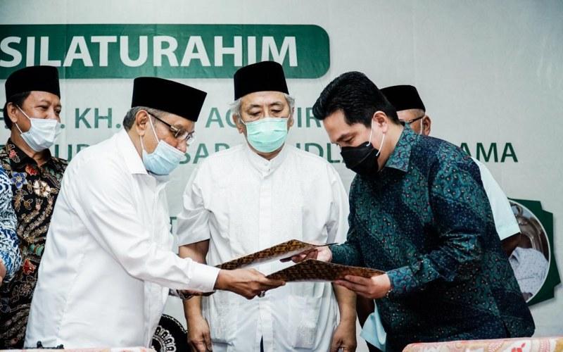 Menteri BUMN Erick Thohir dan Ketua Umum PBNU Said Aqil Siradj melakukan penandatanganan Nota Kesepahaman (MoU) tentang Koordinasi Hubungan Kerja Sama Kementerian BUMN dan Nahdlatul Ulama yang dilaksanakan pada Jumat (4/9 - 2020).