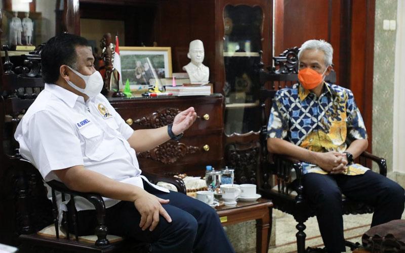 Gubernur Ganjar Pranowo menerima Rachmat Gobel Wakil Ketua DPR RI dalam rangka Silaturahmi di Puri Gedeh, Jumat 11 September 2020.Foto: Humas Pemprov Jateng