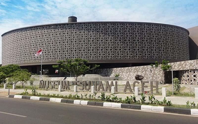 Museum Tsunami Aceh ini merupakan hasil karya Ridwan Kamil, mantan Wali Kota Bandung (sekarang Gubernur Jawa Barat) yang kala itu masih berprofesi sebagai arsitek. Ia memenangkan sayembara tingkat internasional yang diadakan oleh Badan Rehabilitasi dan Rekonstruksi Nanggroe Aceh Darussalam bersama Ikatan Arsitek Indonesia. - Istimewa